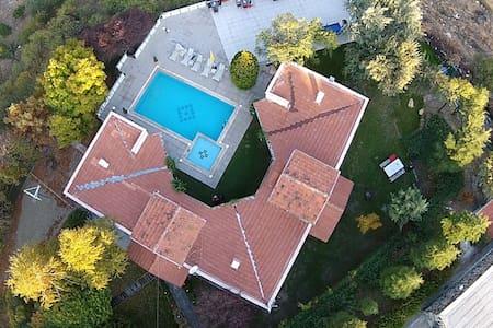 Swimming Pool & Jakuzzi | 6+1 Villa in Ankara