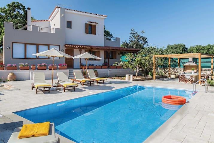3 bedroom Villa sleeps 6 in Archaia Eleutherna 2