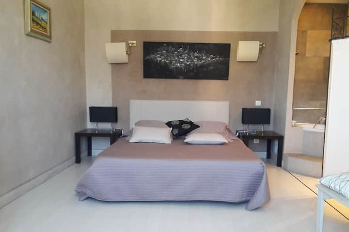 Chambre Alcove avec salle de bain, climatisé !
