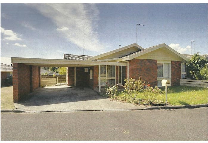 Spare room in Traralgon close to CBD! - Traralgon - Appartement