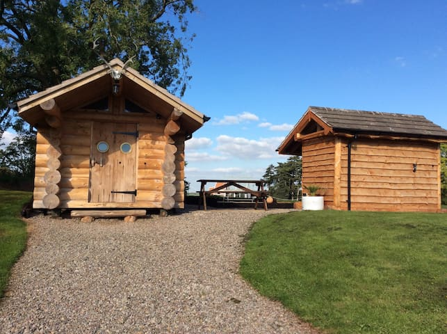 Handcrafted Traditional Log Cabin - Tedstone Delamere - Srub