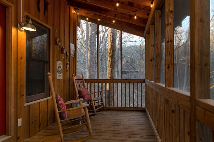 Camp Bell at Twin Rivers - Peaceful rustic cabin with high-speed wifi and fire pit in an idyllic riverfront community