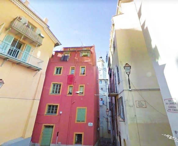 Cosy et typique 3 pièces au coeur vieux Nice