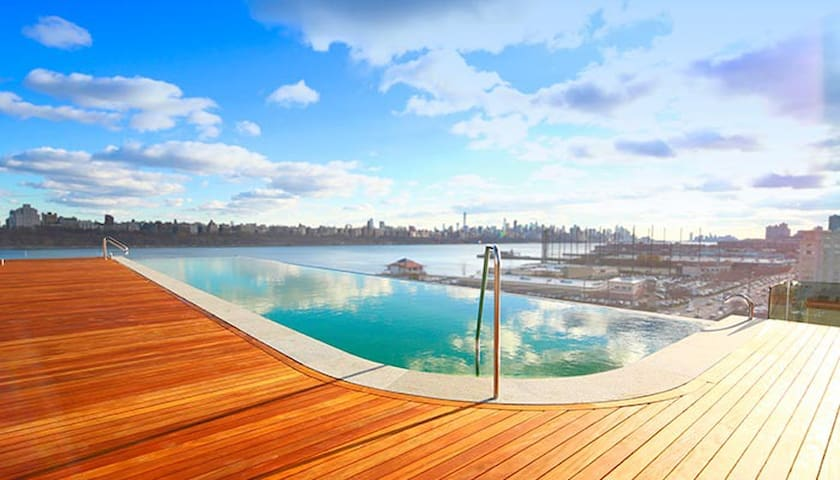 Sojo Spa's infinity pool during the day.