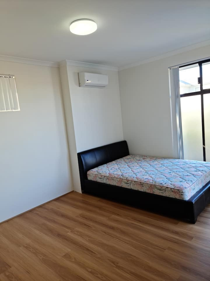 Nice Large Furnished room (Double bed and aircon)