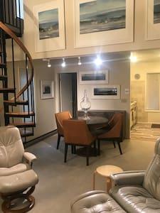 Cozy One Bedroom NYC-Style Loft Townhouse/Condo