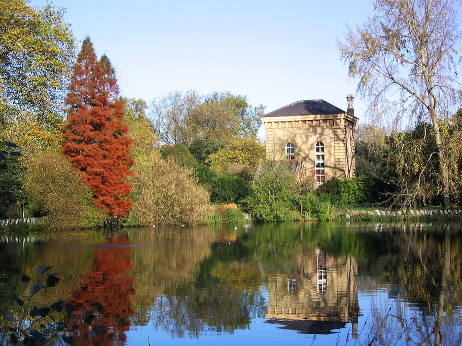The beautiful Battersea Park is jus a few steps away from the home. Perfect both for families with children looking for activities and for couples looking for a romantic spot or just a place for a relaxing walk or run.