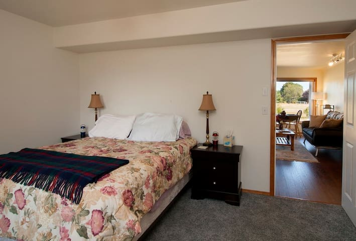 Home away from home for two - with a view! - Sequim