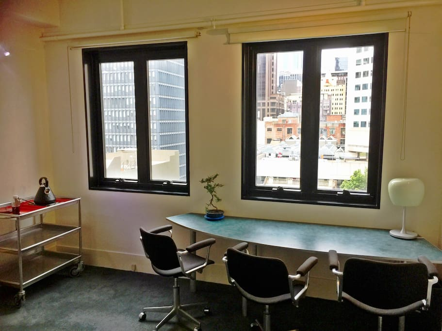 Work spaces with a view in the lounge!