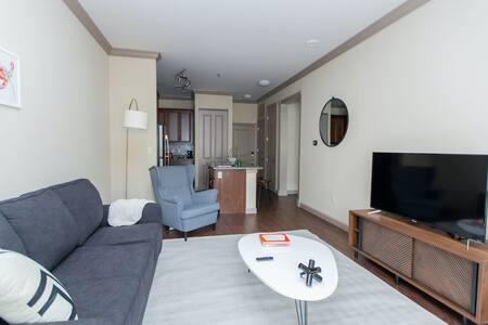 Kasa | St. Louis | Stunning 1BD/1BA Central West End Apartment