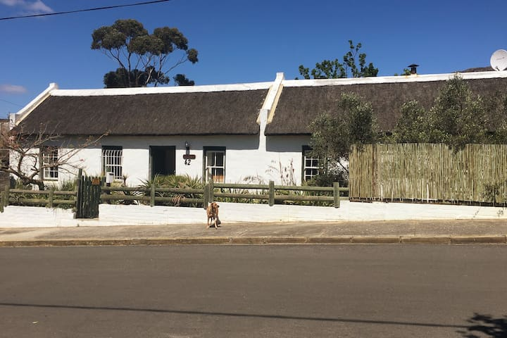 Carneddie cottage -  an authentic historic cottage