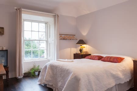Boutique Georgian Studio (2A) - Rathmines - Andre