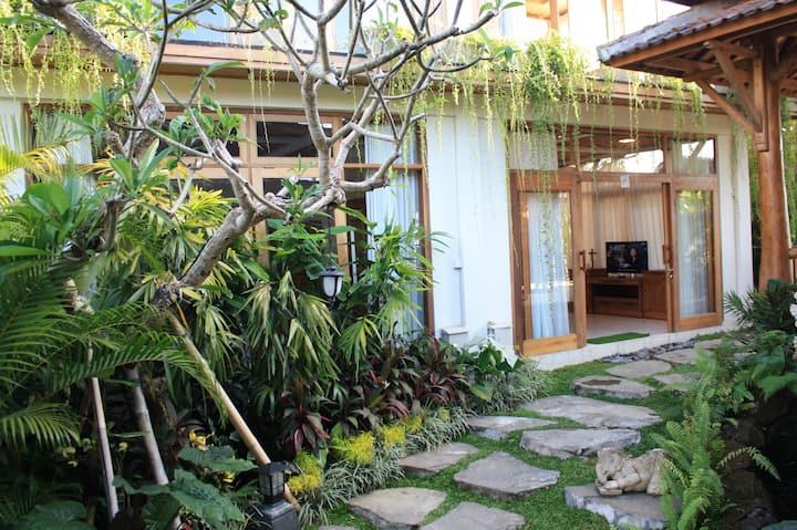 Graha Sandat Luxurious 3 Bedroom Close Ubud Center
