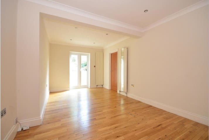 Stunning self-contained En-Suite Room on Falmer Rd