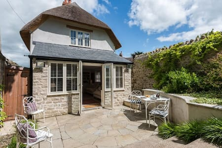 Church Cottage Sleeps 4  in the heart of typically rolling Dorset countryside - Cattistock - 一軒家