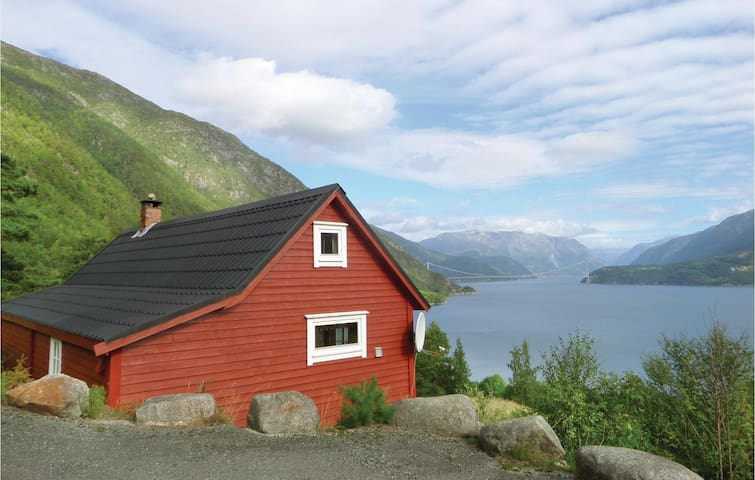 Holiday cottage with 2 bedrooms on 90m² in Vallavik