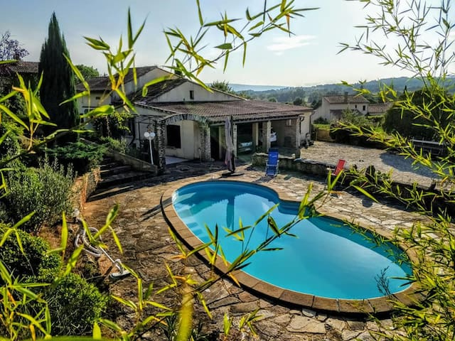 Chambre privée avec piscine au cœur du Luberon !