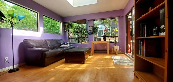 Bright & Cozy 3 Bed, 2 Bath Bungalow Private Home