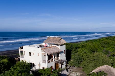 Tres Volcanes Ocean Villa-Secluded Beachfront Home - Salinas Grandes - 独立屋