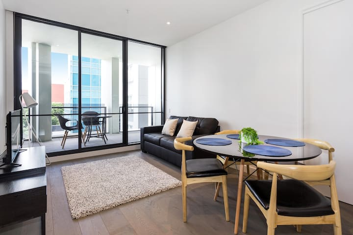 ☀ A Modern & Central 2BR Apt with Rooftop Deck ☀