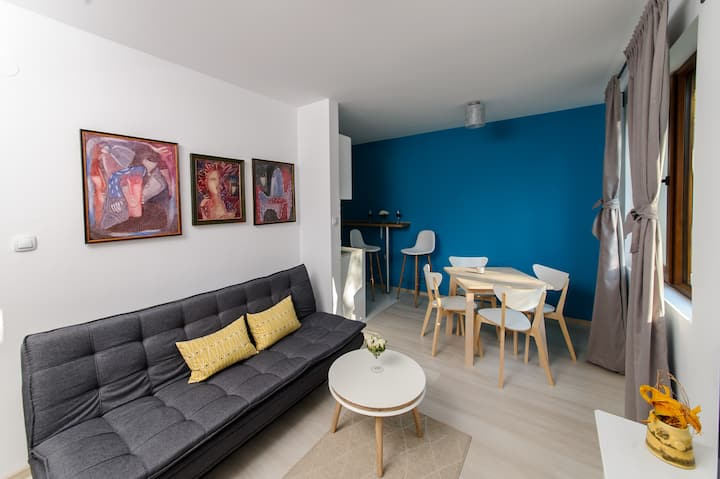 Rebus Apartments (Iris)-modern design in park area