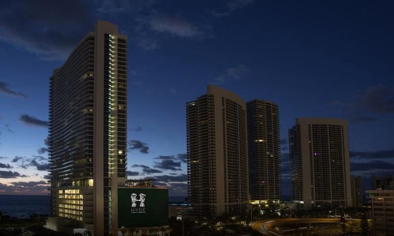 Luxury apartment with ocean view Hallandale beach