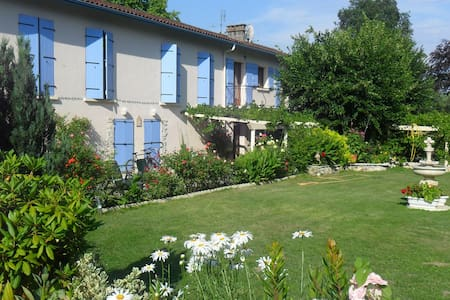 Jasmine Room, access to garden, 1 dbl, 1 sngl, - Saint-Jean-de-Thurac