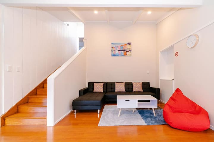 Takapuna Central Spacious & New 3 Bedroom Unit 2