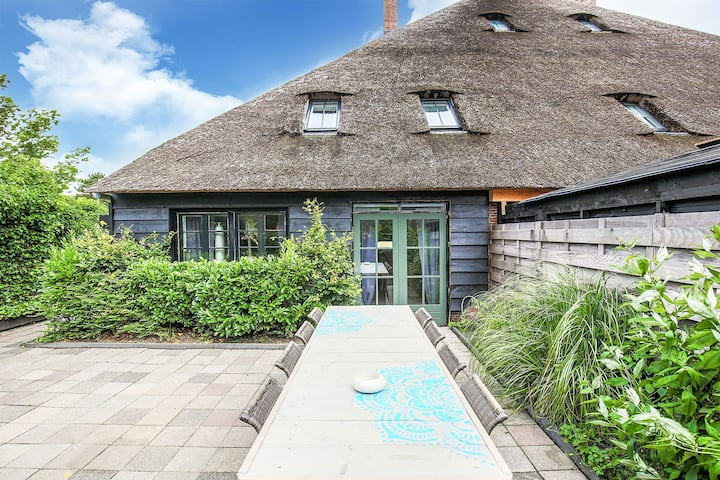 Well-maintained holiday home in an old Dutch haubarg farmhouse near Egmond aan Zee.