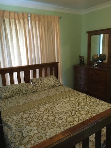 Rent a Room in Rooty Hill