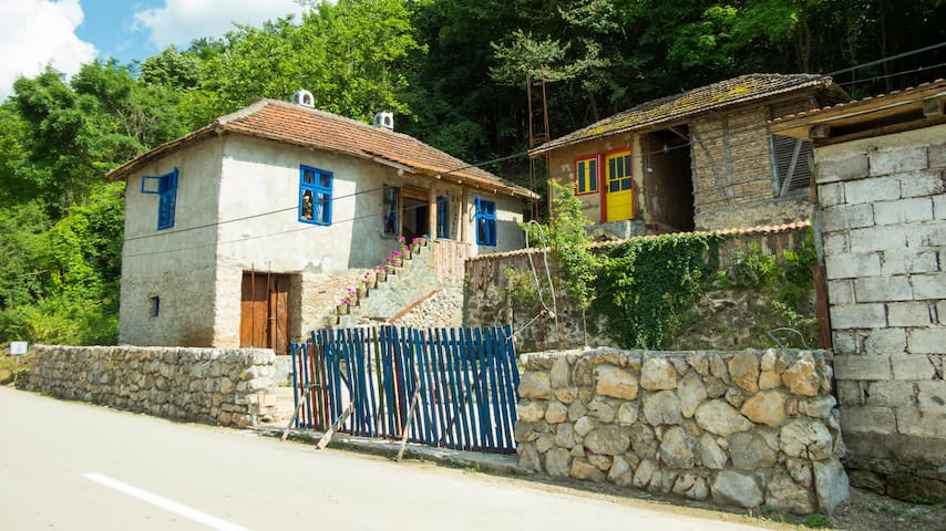 Charming rustic house in the village Lipovac