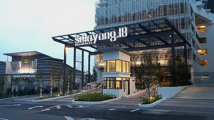 Selayang.18 Comfortable & relax, astro & Wi-Fi
