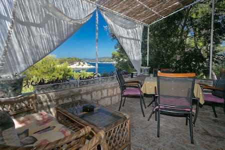 Golden Way Villa - Beachside Hvar - フヴァル島