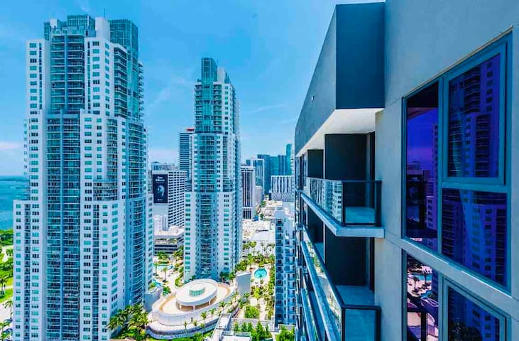 MODERN CONDO Downtown Miami. PORT OF MIAMI