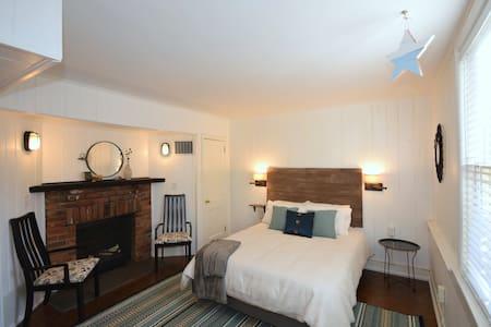 Stylish, Historic, Lower Level Apartment - Winston-Salem - Apartamento