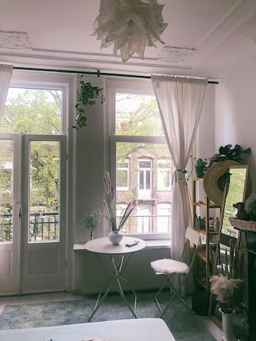 Cozy apartment room in the heart of Amsterdam