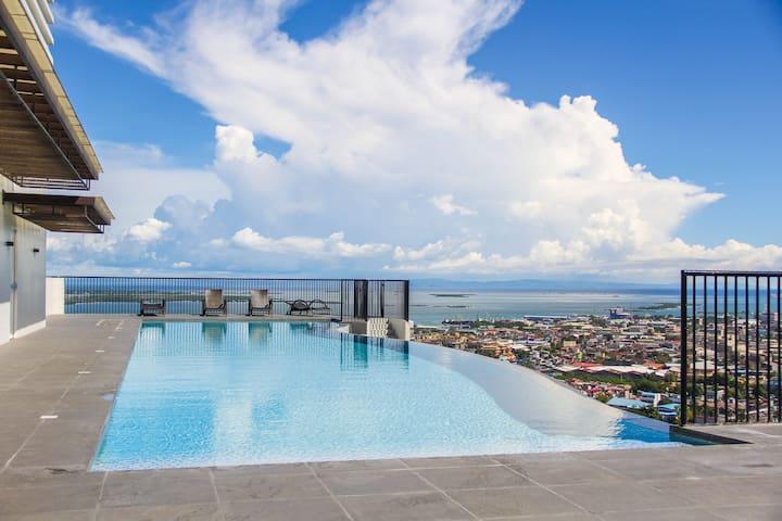 CR20L LUXURY STUDIO UNIT with Amazing InfinityPool - Cebu City - Condo