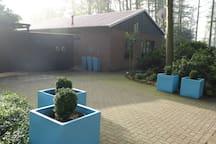 Ferienhaus mit Carpot und Garten