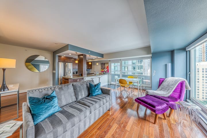 Beautiful suite with bay views, includes shared hot tub and pool!