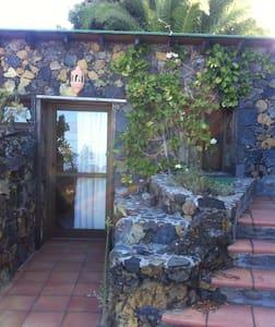 La Bodega, vistas al mar y jardín. - Hus
