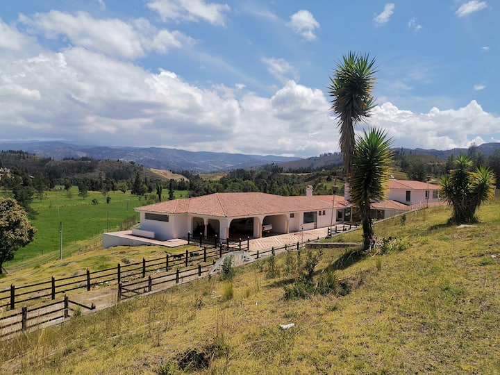 Hacienda agroecológica Tierradentro (23 personas)