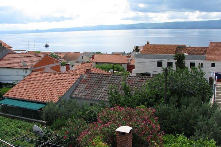 soba sa kuhinjom pogledom more veliki balkon i mir