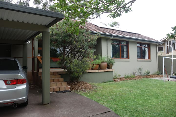 Charming, spacious family home. - Forestville - Haus