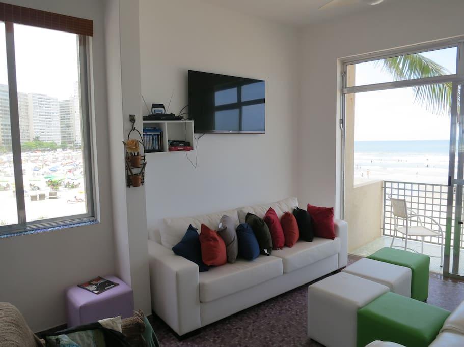 Sala de estar, TV 47', tela plana. Tocador de blue ray e DVD