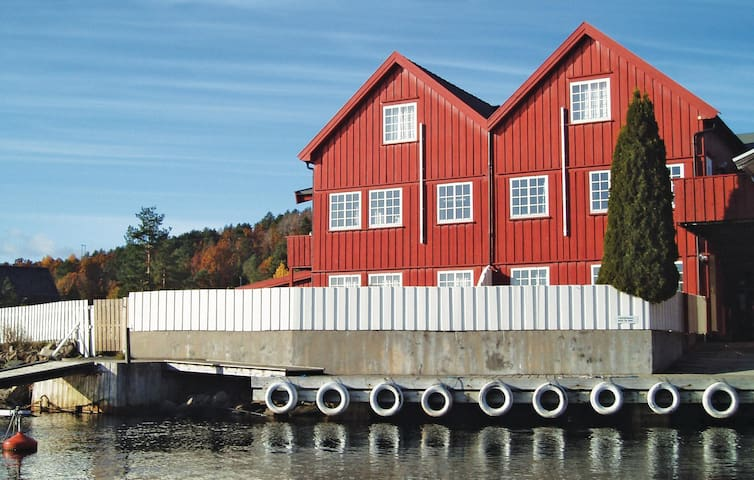 Holiday apartment with 1 bedroom on 42 m² in Tvedestrand
