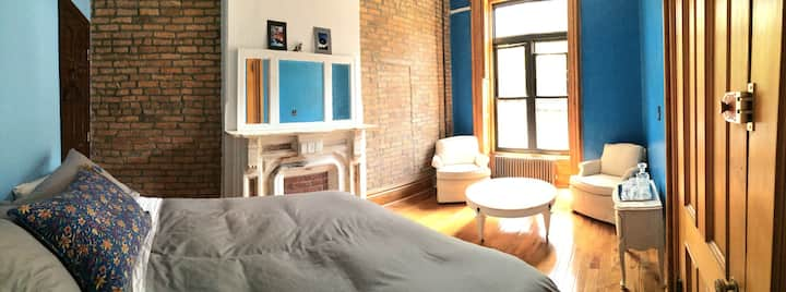 Cozy, private bed & private bath