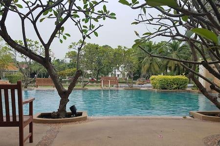 Luxe Villa in Bangkok near Airport and Malls - Bangkok