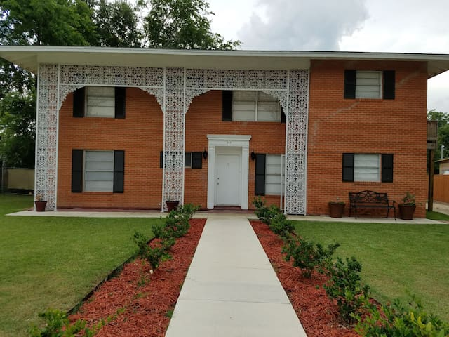 Heights Retreat, Close to Downtown, AFB, & More
