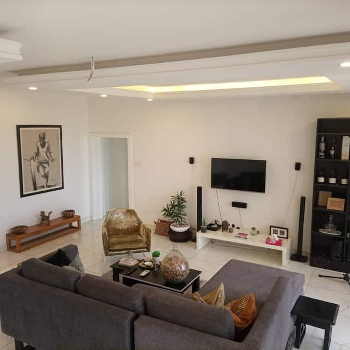Comfy 2 Bedroom - Swimming Pool/Gym Available