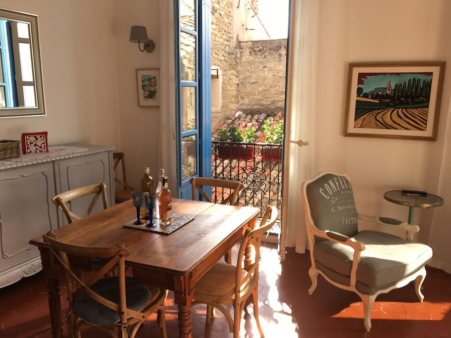 Sunny and inviting; the dining area opens up to a beautiful and private roof-top view of Pézenas.